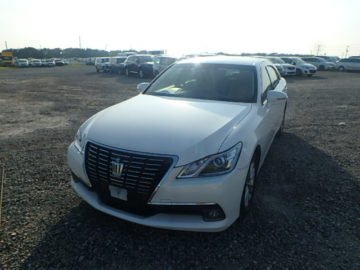 Toyota Crown new shape year 2013 KDB automatic transmission pearl white color fully loaded