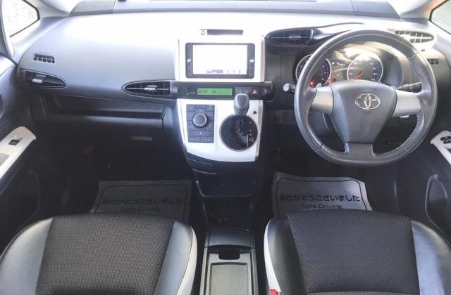 Toyota Wish Year 2014 1800 CC Valvematic Petrol Automatic Transmission 7 seater White Color Ksh 1.45M