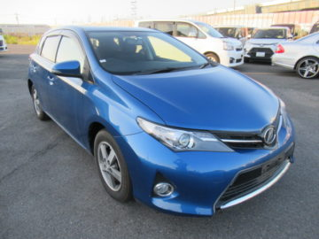 Toyota Auris Blue color 2014 model excellent condition