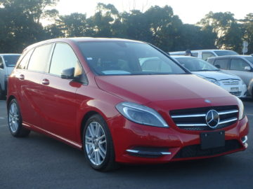 2014 MODEL,MERCEDES BENZ B180,RED COLOUR,1690 CC PETROL ENGINE,AUTOMATIC TRANSIMISSION.